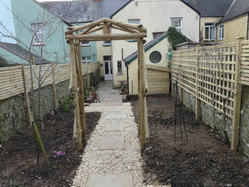 Garden Structures 8